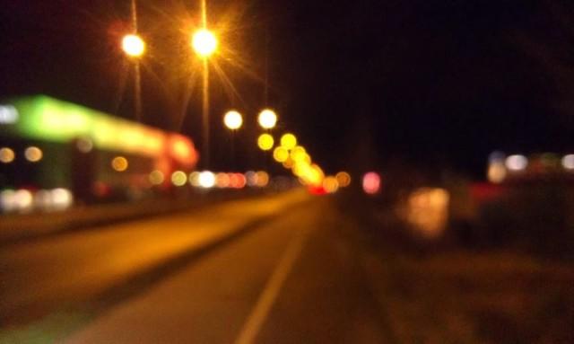 Sudd. Bilden visar bara att det inte går att ta bilder med en mobil i farten på natten