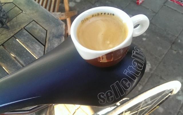 Landsvägsespresso innan avfärd- ett måste