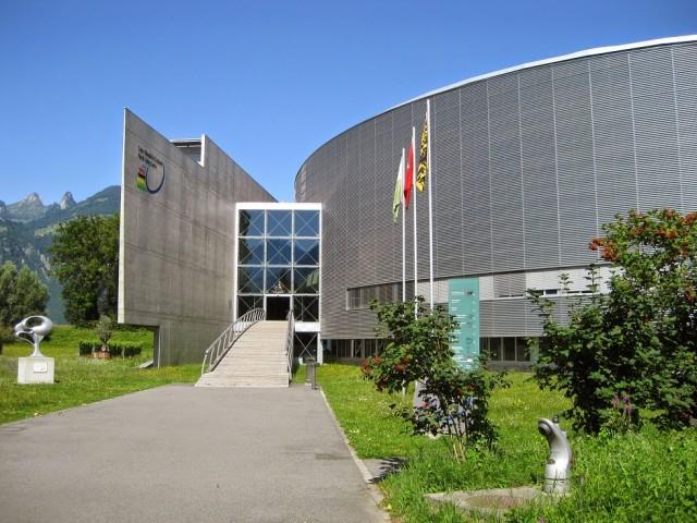 UCIs högkvarter och velodromen i Aigle