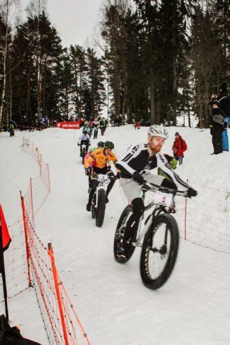 Vilhelm Olsson i ledning före blivande segraren Emil Linde. Foto: www.jeppman.com