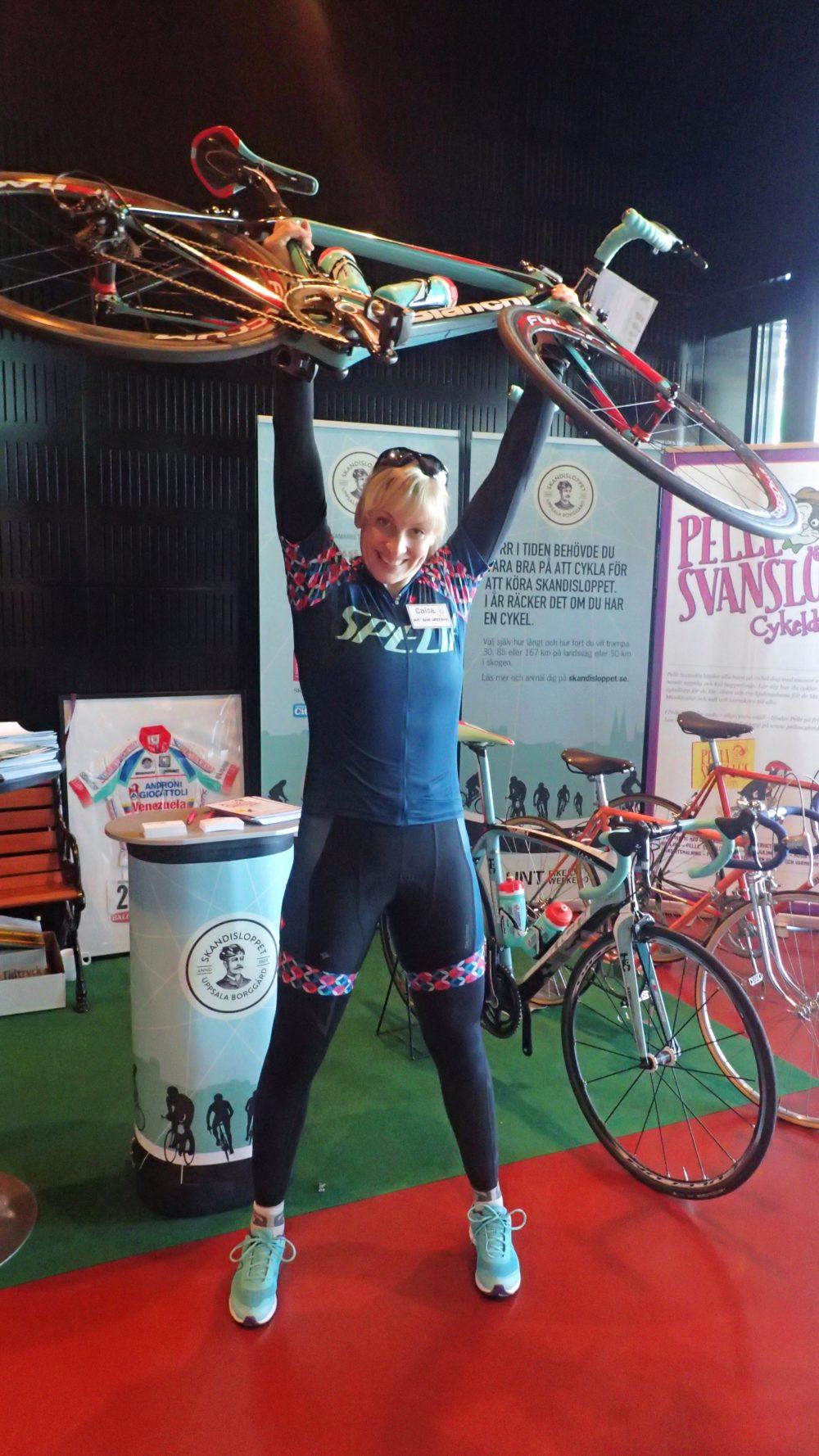 "Jag med ""gissa vikten cykeln"" i UNT Bike Weekends monter."