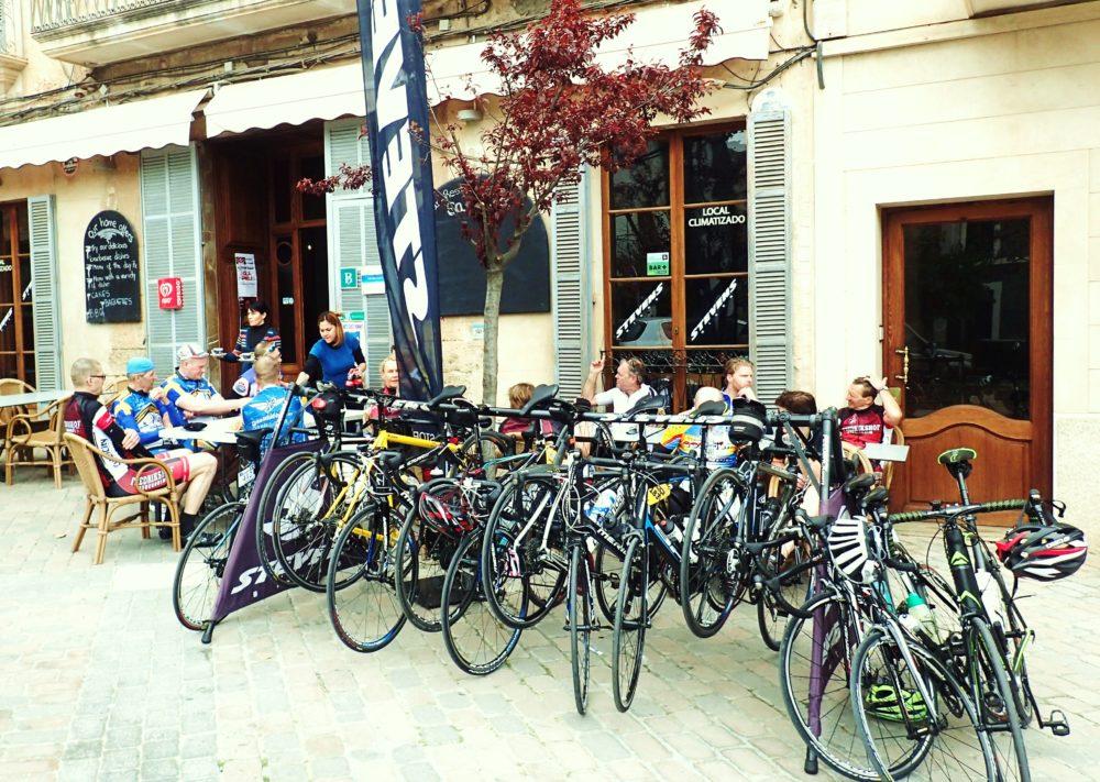 Lunchpaus på torget i Porreres.