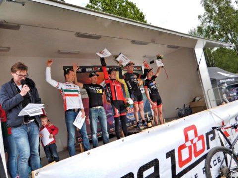 Herrarnas prispall med Fredrik Edin överst, Axel Lindh till vänster om honom och Lars Bleckur på tredjeplatsen. Dessutom flankerade av Henrik Sparr (4:a) och Daniel Mrengdahl (5:a)