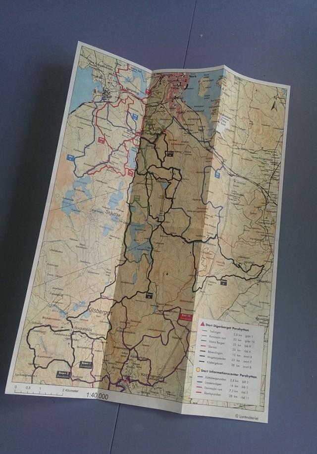 Ledkarta. Jo det finns lite att välja på, kartan är dessutom dubbelsidig!