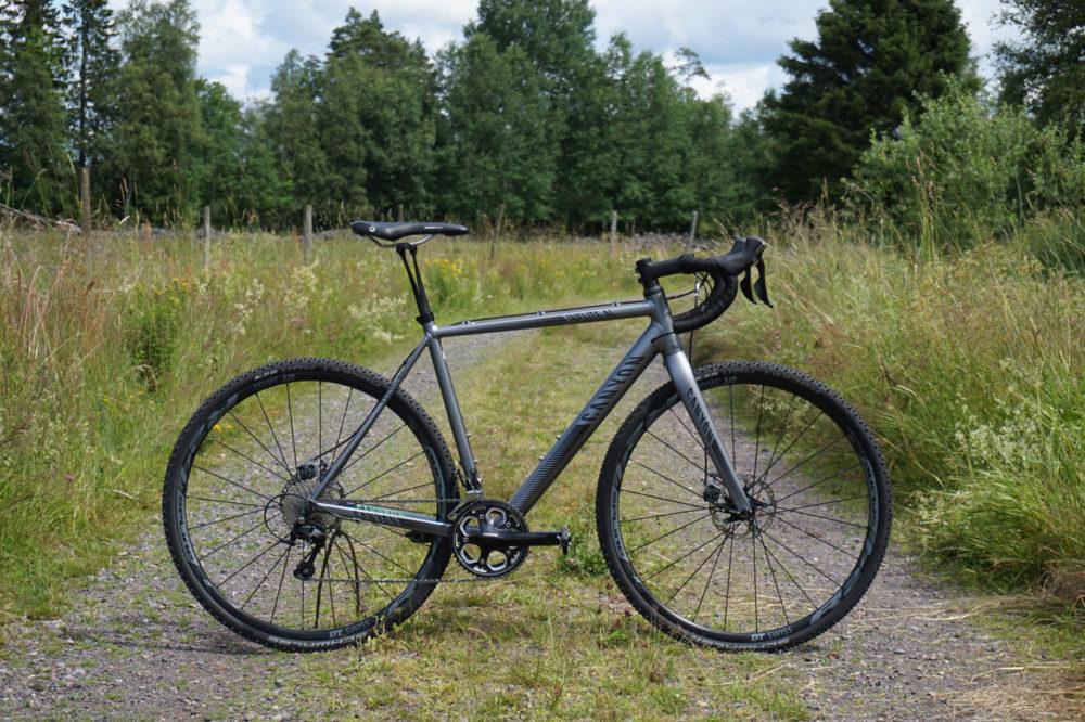 Cykeln känns mer i sitt rätta element på en böljande skogsväg än genom knixiga hårnålskurvor.