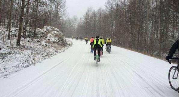 Vackert, snöigt och episkt - även om 33 mil i snö kanske inte är exakt det som solskenscyklisten drömmer om...