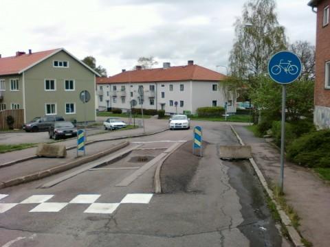Det spelar ingen roll om jag får betalt. Jag är inte intresserad av att riskera livet för att cykla på farliga cykelbanor. Bilden lånad från www.cyklistbloggen.se