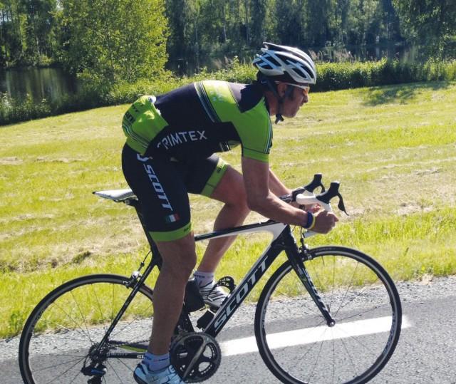 Roberto cyklar fortfarande en hel del. Under ett år blir det drygt 1000 mil i sadeln.