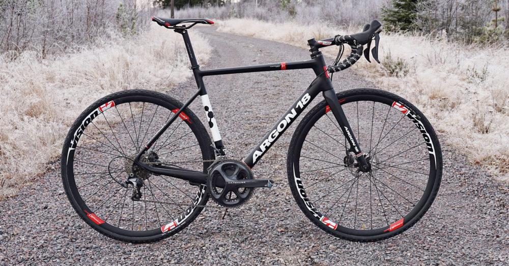ff5707500e0 Tävlingshornen börjar bukta ut lite mer vid tinningarna än när vi kör de  andra cyklarna i testen. Från kanadensiska Argon 18 ...