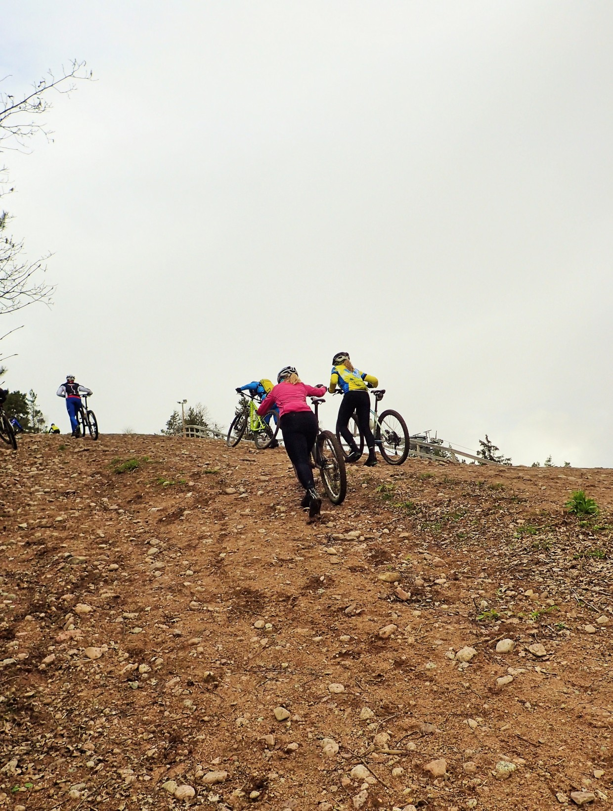 """Sista biten upp till toppen av """"Col de Sunnersta"""" är ingen lek!"""