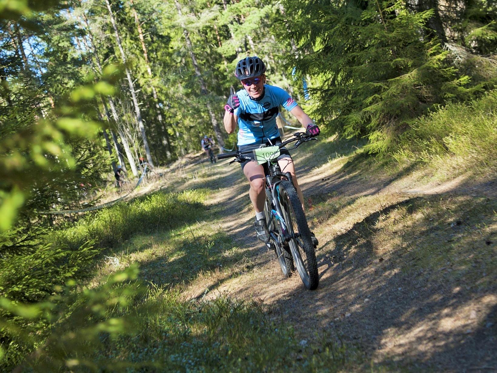 Supergrymma Mia cyklade hem en tredjeplats i damernas tävlingsklass!  Foto Jesper Andersson www.jeppman.com