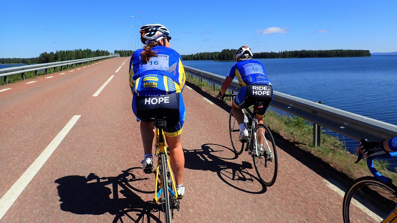 Över bron på väg tillbaka till Sollerön!