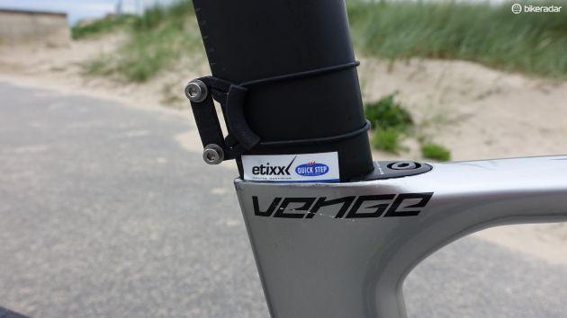 Minimalistisk nummerhållare som funkar bra med Venges aerodynamiska former. (Foto: Nick Legan/BikeRadar)