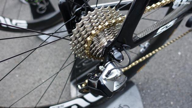 En gyllene KMC-kedja och Shimanos Dura-Ace Di2-bakväxel. Cav använde en 11-28-kassett, något de flesta Tour-cyklisterna gör. (Foto: Nick Legan/BikeRadar)