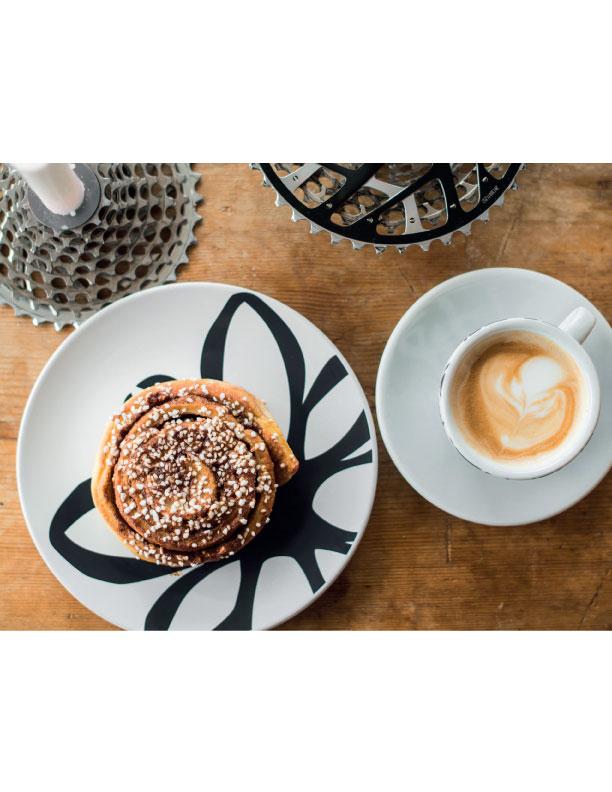 Låt svalna och servera med ett glas mjölk eller en cappuccino!