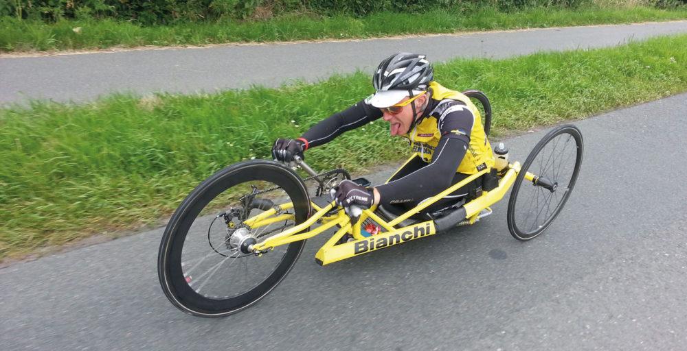 Arons första insats som äventyrare var att cykla till Paris tillsammans med Team Rynkeby för att samla in pengar till Barncancerfonden. Foto: Privat