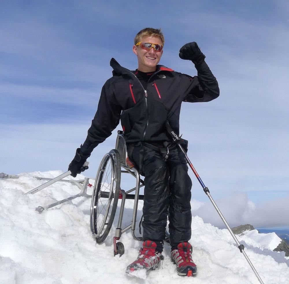År 2013 blev Aron den första rullstolsburne personen att nå toppen av Kebnekaise. Foto: Lina Tesce