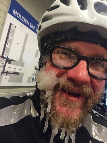 Marcus Carlholt vet hur man tar sig igenom snö och kyla på cykeln. Foto: Erik Abrahamsson