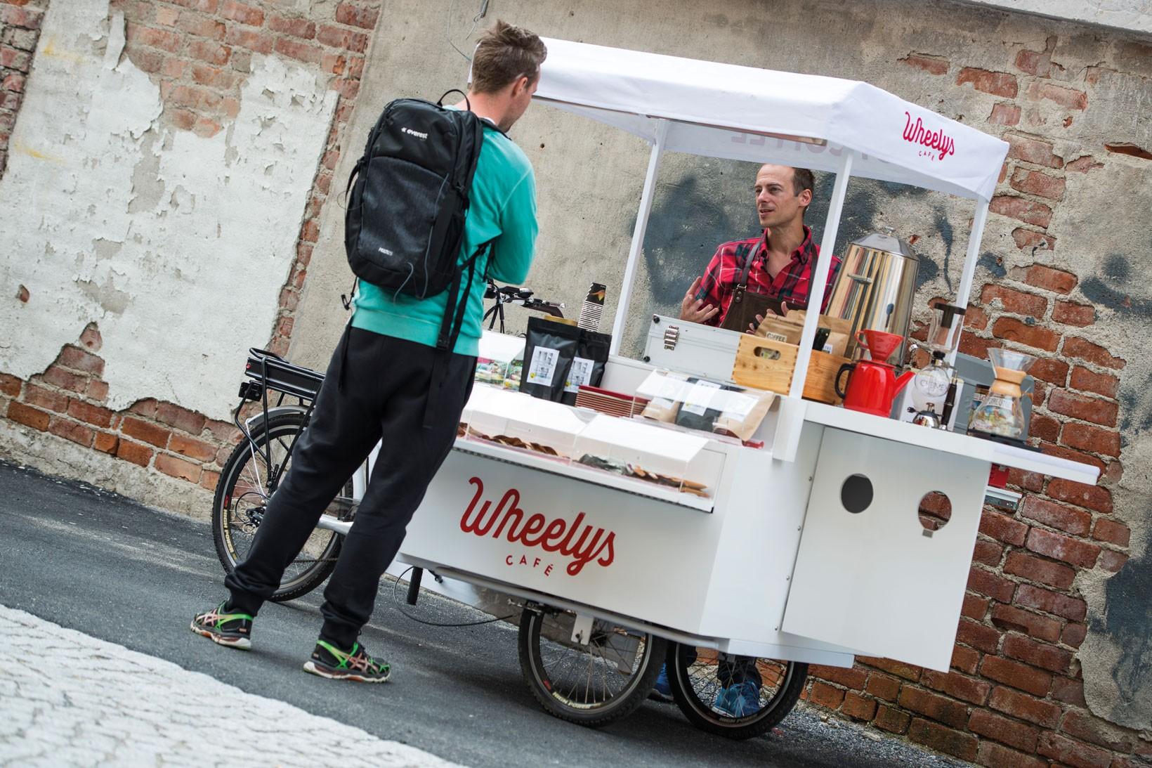 Två rejäla koppar kaffe så bör du vara fit for fight. Foto: Jesper Andersson