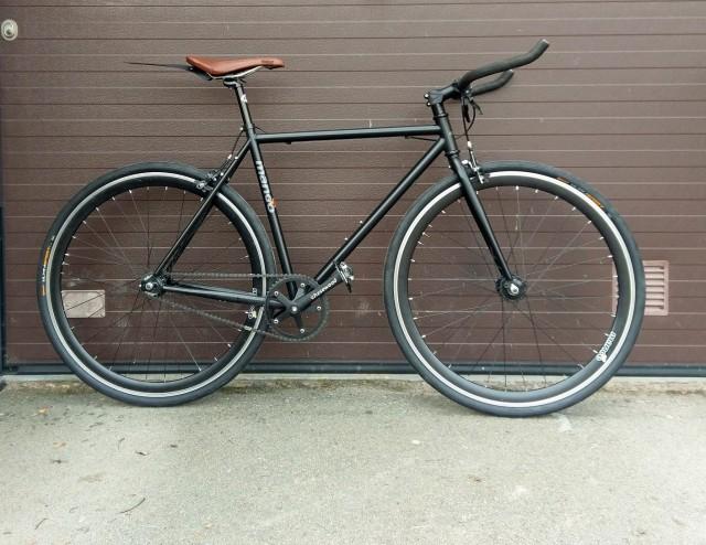 Mango Fixie med flippbart bakhjul för den som önskar enbart single speed.