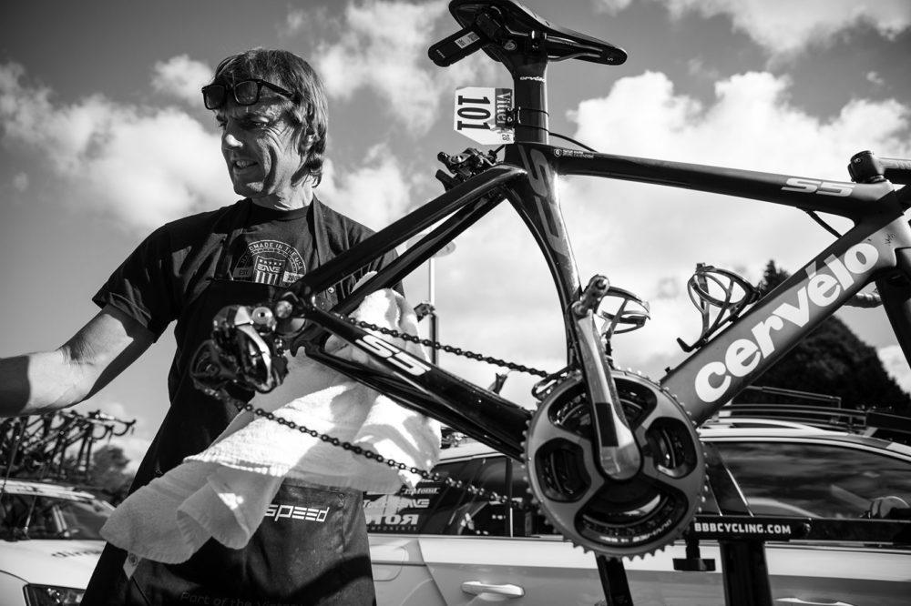 Klas Johansson arbetar som chefsmekaniker i WorldTour-laget Team Dimension  Data. Där servar han cyklar åt bland andra Edvald Boasson Hagen och Mark ... fd2b8a2c9fb54