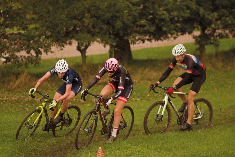 Hans Mård ser att fler unga väljer att satsa på cykelcross.